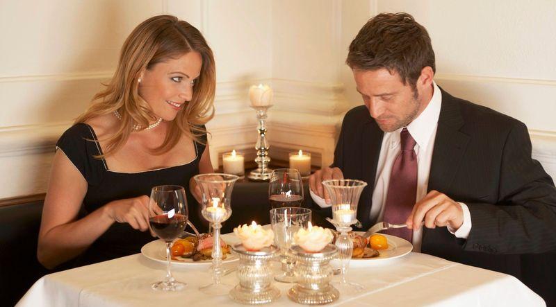Durante la segunda cita, él/ella [recuerda, te gusta bastante] se insinúa dulcemente. ¿Qué sientes?