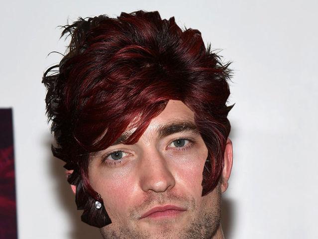 ¿De quién lleva el peinado Robert Pattinson?