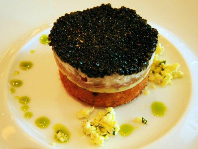 Verdadero o falso: El caviar es la comida más barata para tu mimado gatito.
