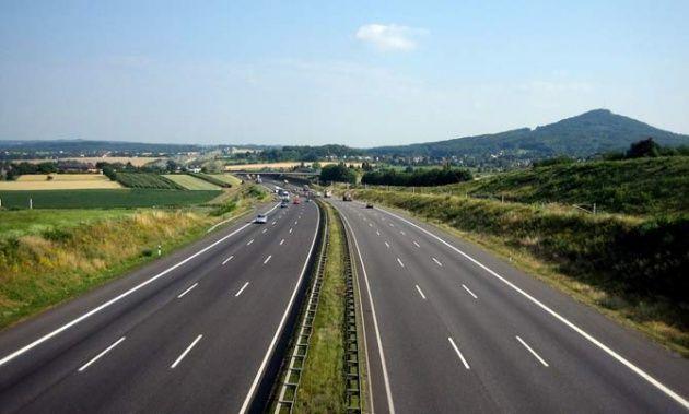 Estás en el coche que te pega y decides ir a una de esas famosas autobahn, ¿qué haces?