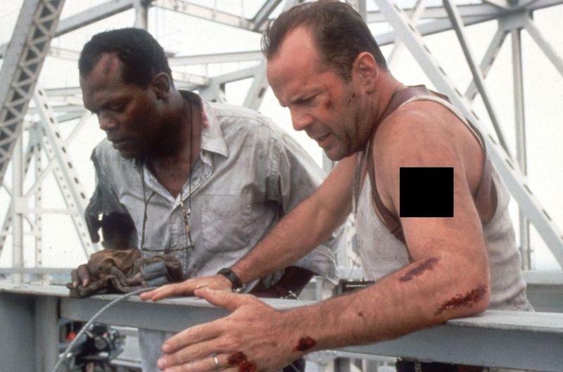 ¿Qué lleva tatuado en el brazo John McClane en La jungla de cristal 3?