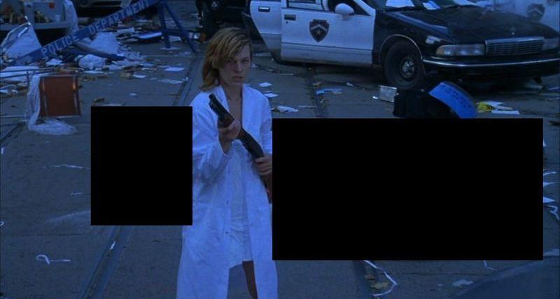 ¿Que hay detrás de Alice y a su derecha en Resident Evil?