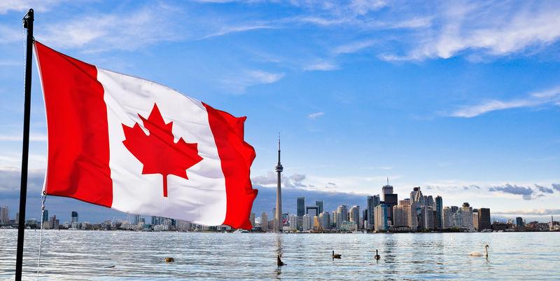 Oh Canadá: ¡Oh Canada! Tierra de nuestros antepasados...
