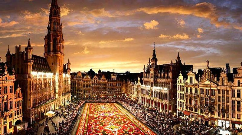 La Brabançonne: Oh Bélgica, oh madre querida, A ti nuestros corazones, a ti nuestros brazos...