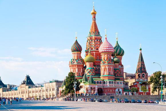 Государственный гимн Российской Федерации: Rusia, nuestra patria sagrada, Rusia, nuestro amado país...