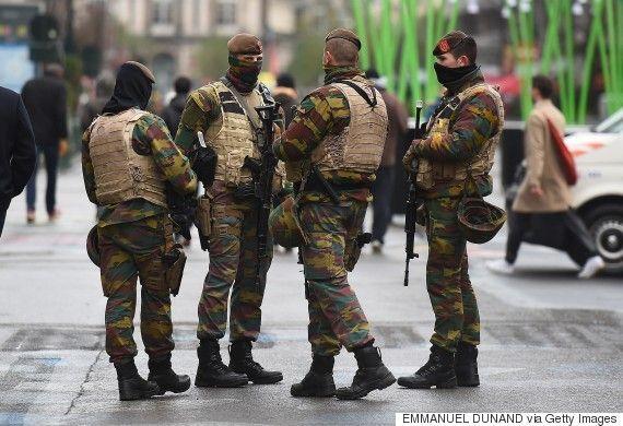 Te mandan de Hasselt hacia Bruselas para patrullar las calles. Te reunes con tu grupo para repartiros las calles...