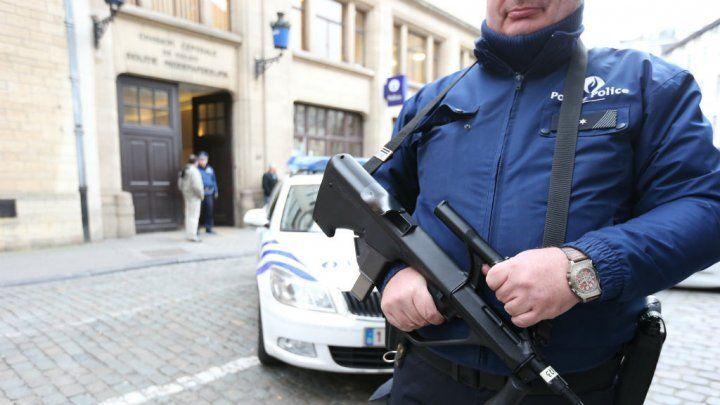 El disparo ha sido mortal, habéis detenido al terrorista y a su banda pero habéis asustado a la gente.