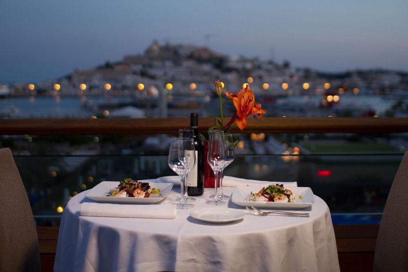 ¿Con qué famosa irías a cenar?
