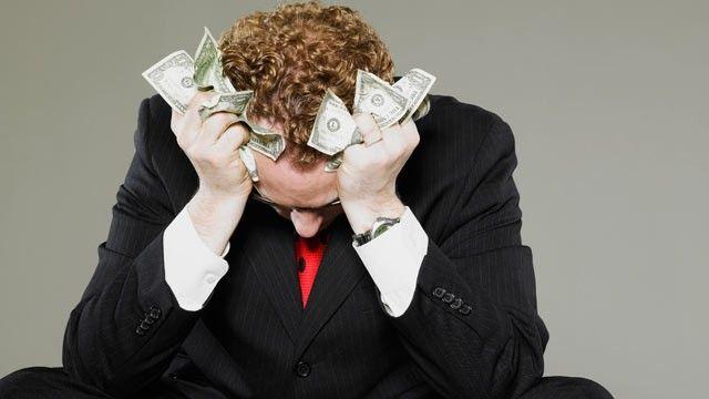 ¿Crees que el amor es la respuesta para los problemas económicos?