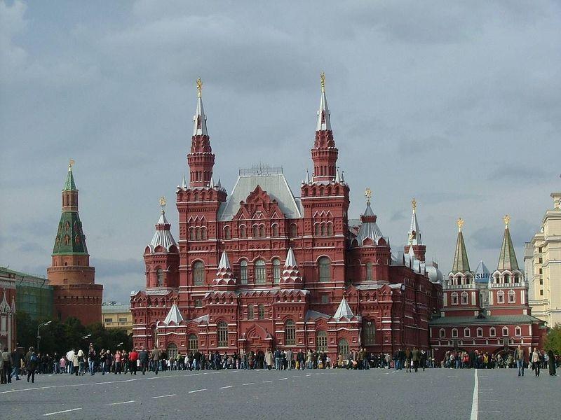 ¿Por qué la Plaza Roja de Moscú recibe este nombre?