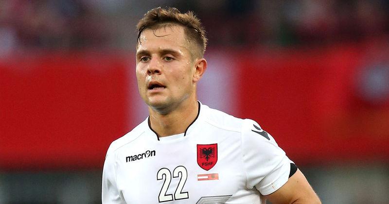Otro de la selección albanesa