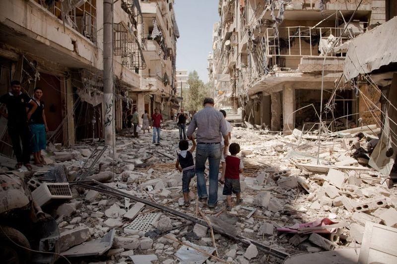 La batalla de Aleppo. Tropas Irakíes, Iraníes, Sirias y del Estado Islámico contra tropas Turcas, Israelíes y Griegas.