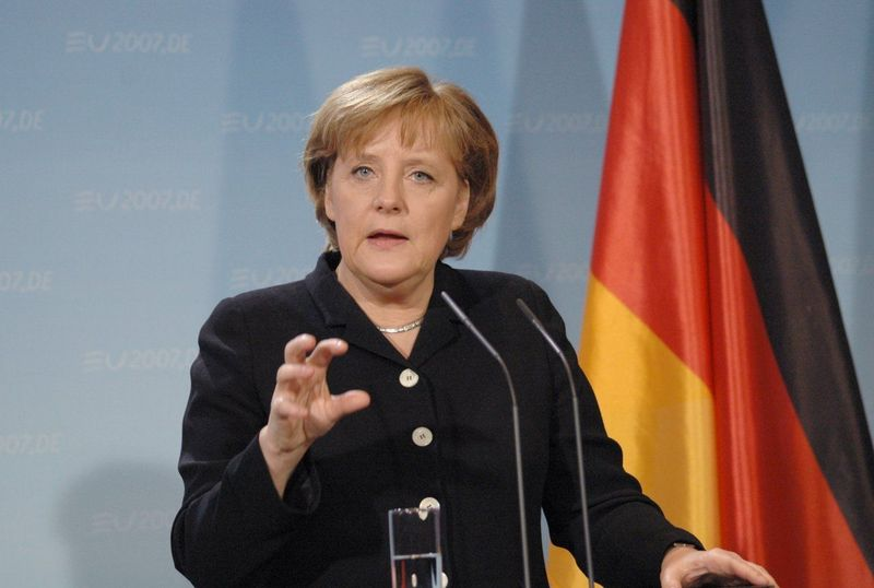 La Merkel se ha reído tanto de ti que le ha dado un infarto. Ahora su fantasma te atormentará para que hagas recortes.