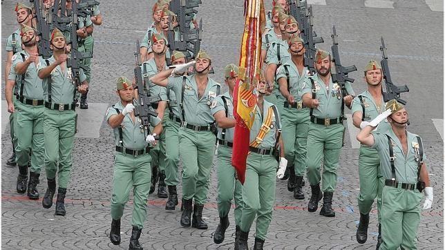 Aznar te ha dado una patada en el culo y ha dicidido invadir él mismo Cataluña con el ejército.
