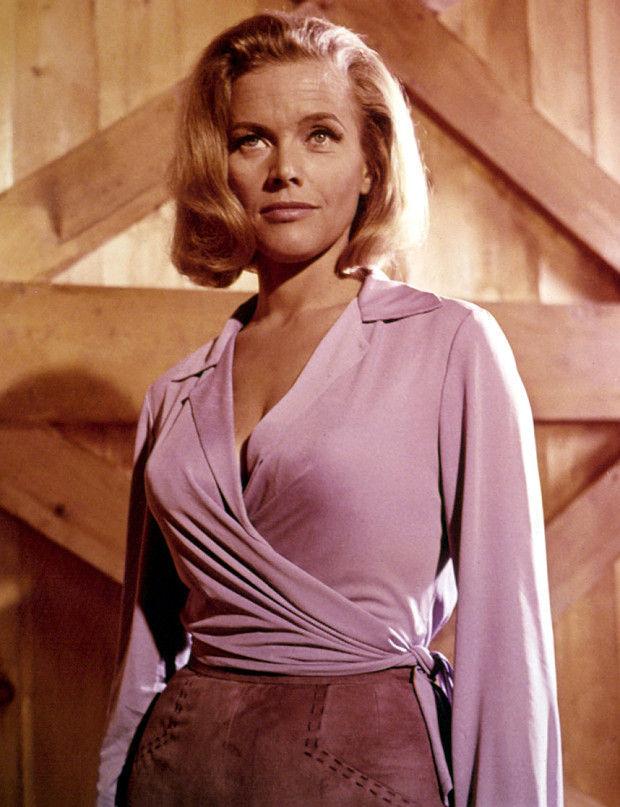 ¿Cuál es la actriz más vieja en interpretar a una chica Bond?