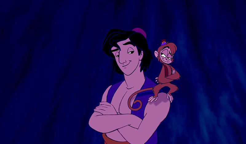 ¿Qué roban Aladdin y Abú cuando les vemos por primera vez en el mercado?