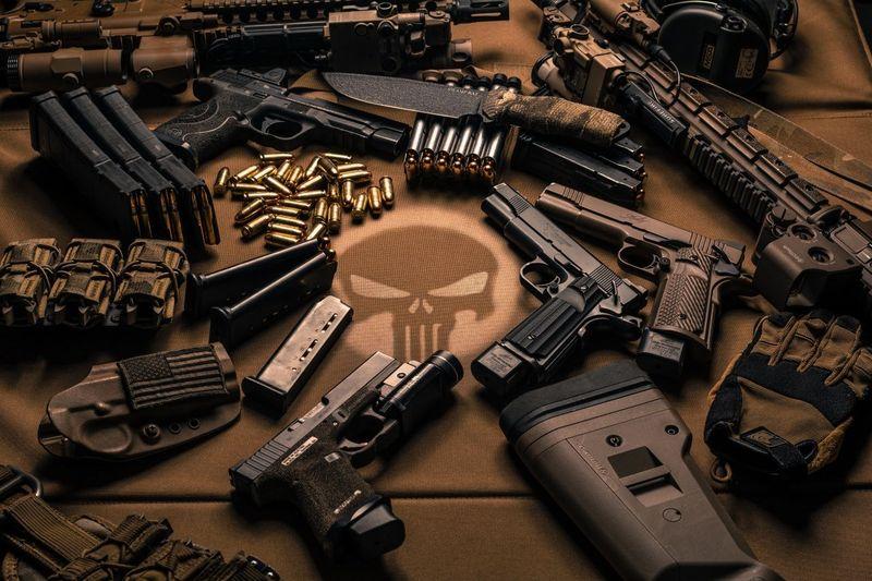 Por alguna extraña razón has aceptado matar al presidente, (órdenes del director) ¿con qué arma lo harías?