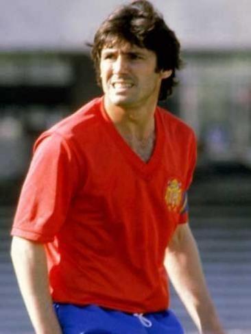 ¿Cuántos partidos jugó Carlos Alonso González (Santillana) con la selección española?