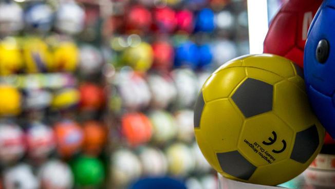 20650 - ¿Sabes de qué equipo de fútbol son estos deportistas?
