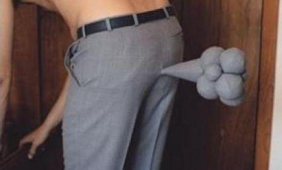 ¿Alguna vez tras tirarte un pedo te has metido la mano en el trasero para luego sacarla y olértela?