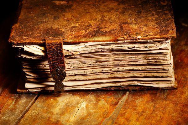 Te da un libro de historia de hace más de 400 años, cuando acabas de leerlo te pregunta: ¿ Cuanta verdad has hallado en él ?