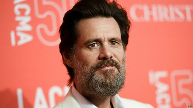 Jim Carrey antes de ser actor se dedicaba a....