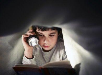Leer con poca luz afecta a tu visión