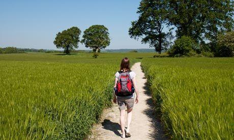 Caminar en días soleados ayuda a evitar resfriados