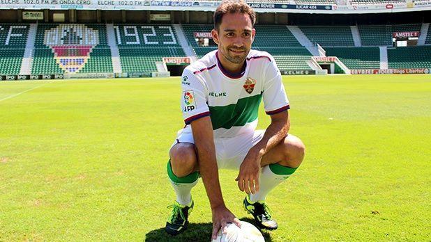 ¿Quién fue el primer capitán del Elche durante la temporada 2015/16?