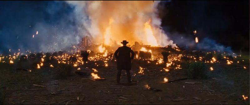 La Película: ¿A quien deja vivo Django para que sufra durante la explosión de la mansión?