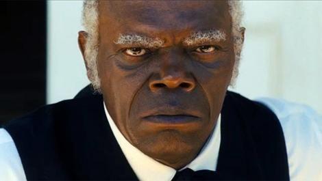 Curiosidades: Django le comenta a Stephen que las rodillas y el estomago es donde más duelen los tiros, ¿A que hace referencia?