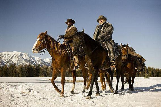 Curiosidades: Y la última, ¿Quien se rompió la cadera mientras filmaba una secuencia a caballo?