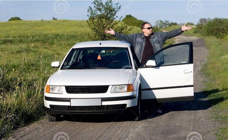 Aceptas y el plan de celebrar vuestro aniversario no parece ir mal, al volver ya para casa un coche se acerca y el conductor...