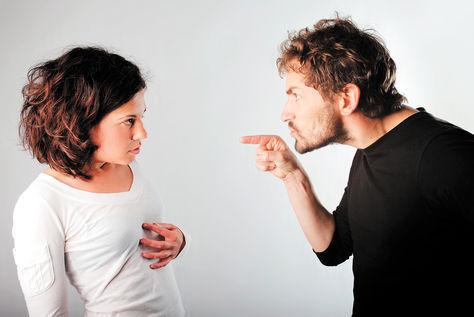 Buscas venganza por todo el daño que te ha hecho la mujer que amabas. Piensas detenidamente qué plan llevar a cabo y optas por..