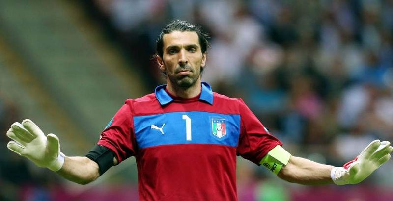 ¿En qué equipo juega el portero italiano Buffon?