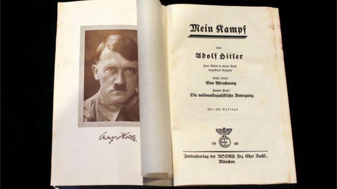 Empiezas a leer el Mein Kampf. Luego el libro de Santiago Abascal. Luego la enciclopedia sobre el comunismo...
