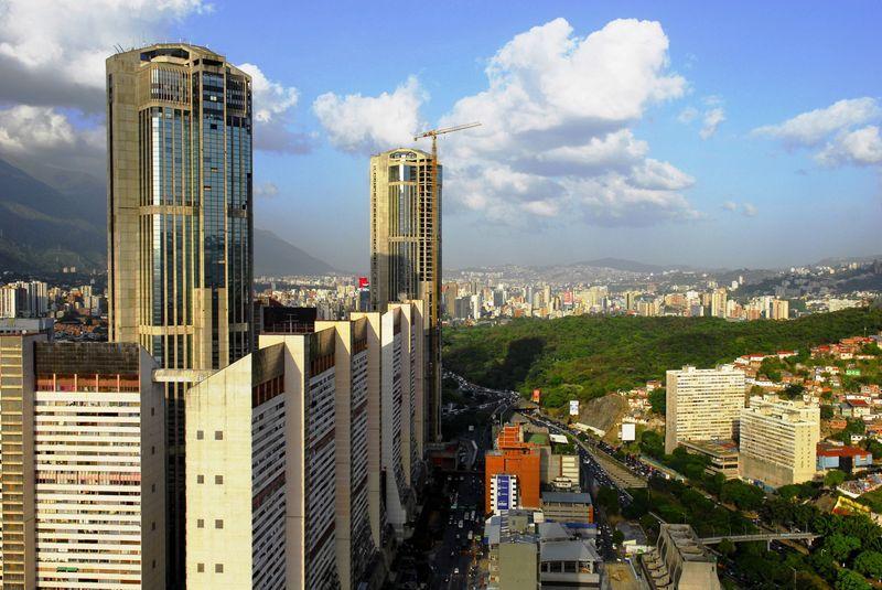 Penúltima ciudad de sudamérica, y la más sencilla, ¿Donde se sitúa Caracas?