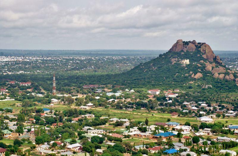 Vamos a Dodoma, se ubica en el sáfari ¿Cuáles de estos paises se encuentra?