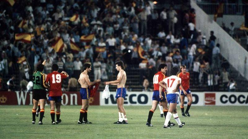 En 1982 la Furia no avanza de segunda fase tras pinchar contra Alemania e Inglaterra en...