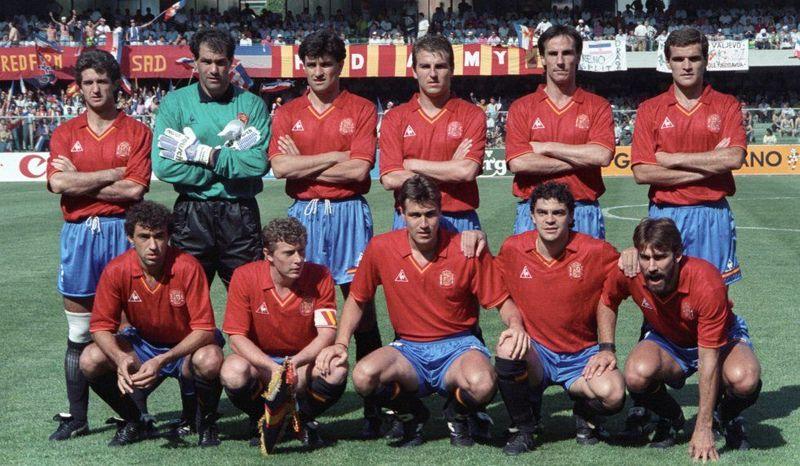 En 1990, el brillante plantel de Luis Suárez cayó en 1/8 a causa de un gol de tiro libre encajado frente a...