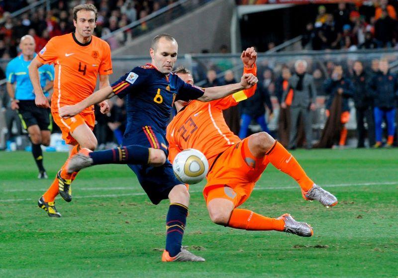 En 2010, el gol de Iniesta que corona a todo un país surge durante el minuto...