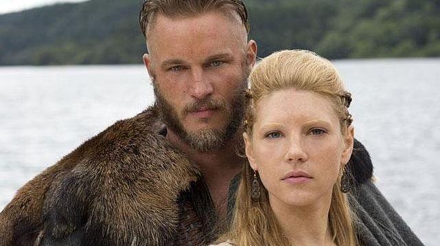 Un pedazo moz@ viking@ se te cruza y parece interesad@ en tí.