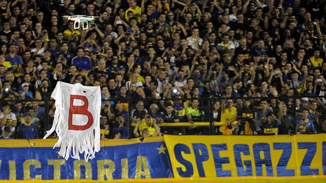 La afición del Boca colocó un dron con la letra B recordando a su eterno rival su paso por segunda, Alguna Opinion.
