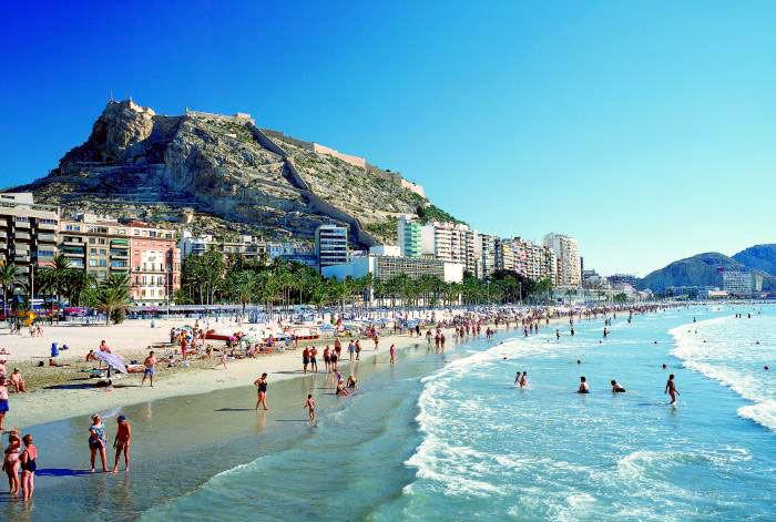 21893 - ¿Cómo suelen ser tus días de playa y/o piscina con tus amigos/as y cómo te organizas para ello?