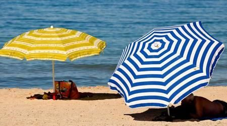 Una vez en la playa y/o pisicna, lo primero que haces...