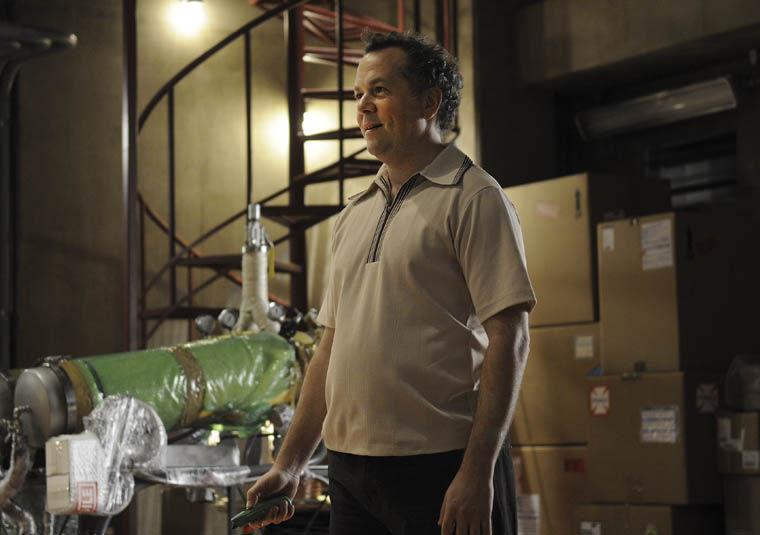 Gale te pide unos cuantos de aparatos más para el laboratorio. ¿Se los das?