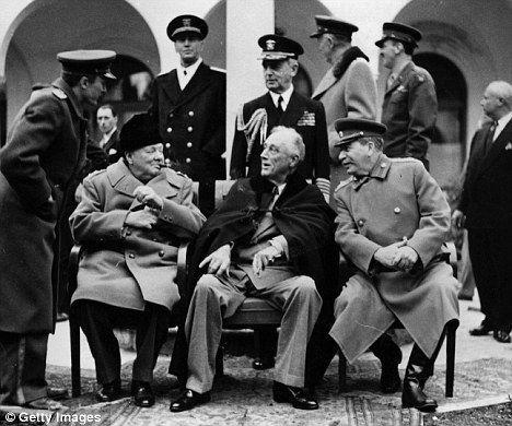 Eso es lo máximo que puede invadir el eje. Se hace un tratado de paz para repartir influencias entre países.