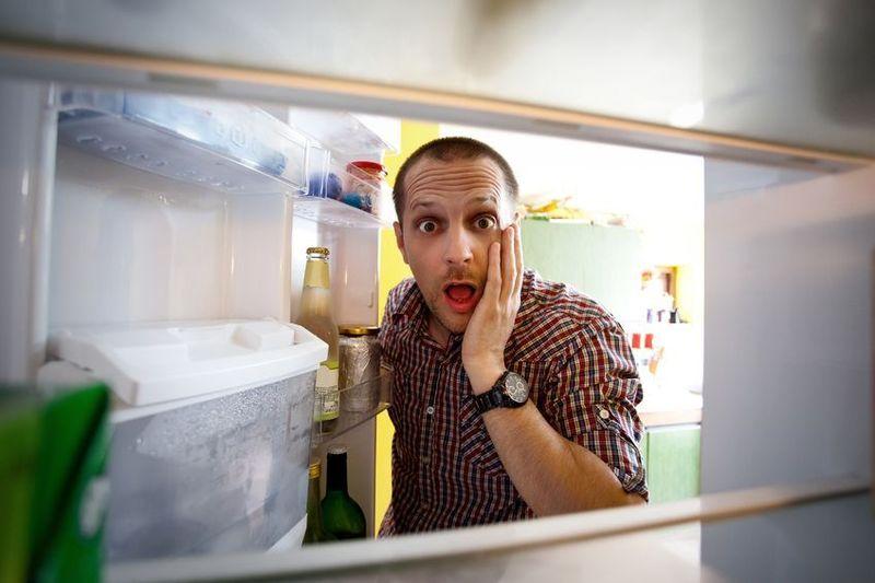 Tu nevera está vacía hace más de un día, tu familia está desesperada porque no hay qué comer, ¿qué haces?