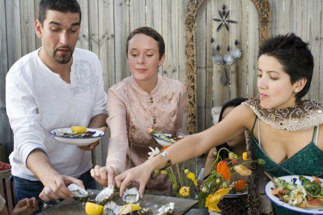 Llegas de vacaciones a la casa de unos amigos y decides traerles ostras.