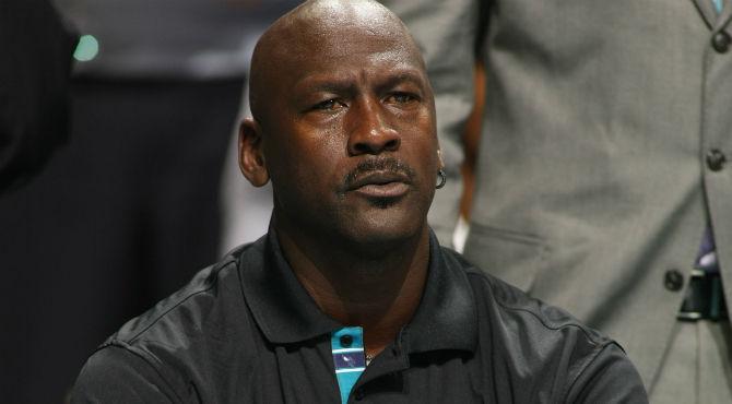 ¿Qué carrera universitaria tiene el exjugador de baloncesto Michael Jordan?